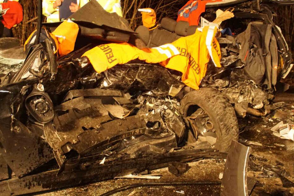 32-Jähriger stirbt bei Frontal-Crash, zwei Kinder (6) schwer verletzt
