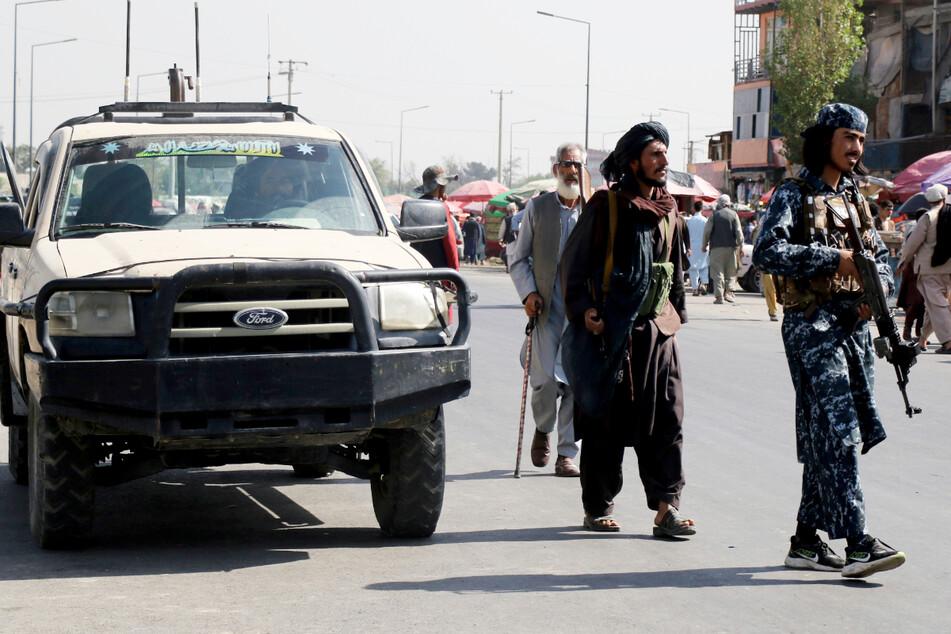 Machtübernahme der Taliban und Truppenabzug: Afghanistan kurz vor Bürgerkrieg?