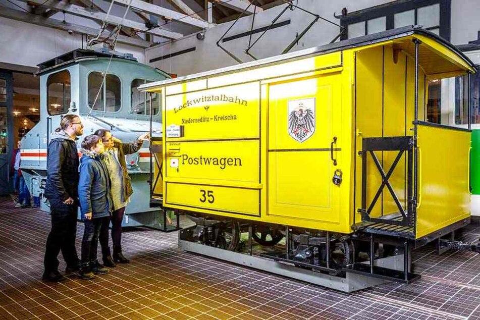 Der alte Postwagen der Lockwitztalbahn steht im Straßenbahnmuseum.