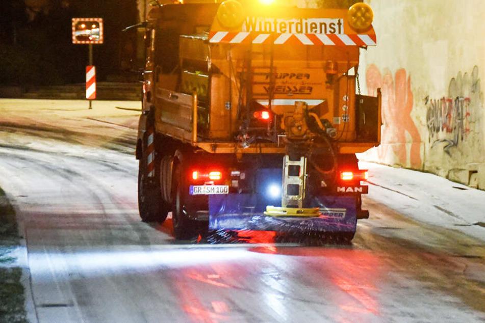 Wetterdienst warnt in Sachsen! Straßen spiegelglatt und Kälte im Anmarsch