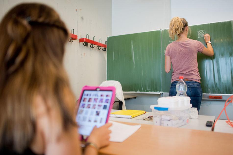 Bald in Bad Oeynhausen möglich: Schüler sitzen mit ihren Tablets im Unterricht.