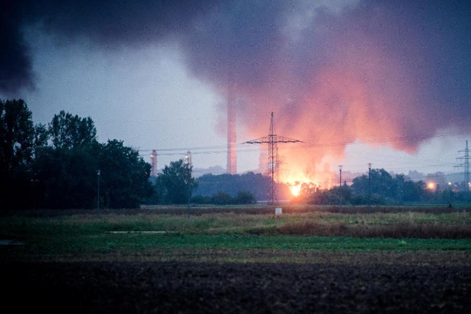 Nach verheerender Explosion in Raffinerie: Rund 1000 Gebäude beschädigt