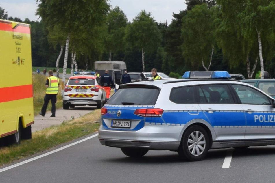 Auto schleudert auf Radweg und tötet Hamburgerin