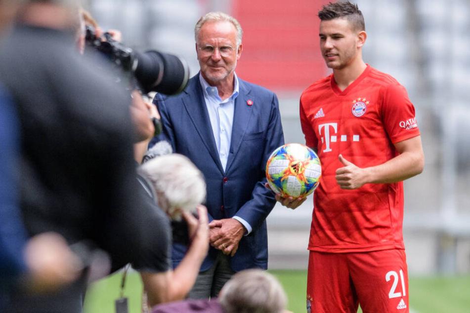 Karl-Heinz Rummenigge (l.) sprach zum Saisonauftakt Klartext, Lucas Hernández wurde offiziell vorgestellt.