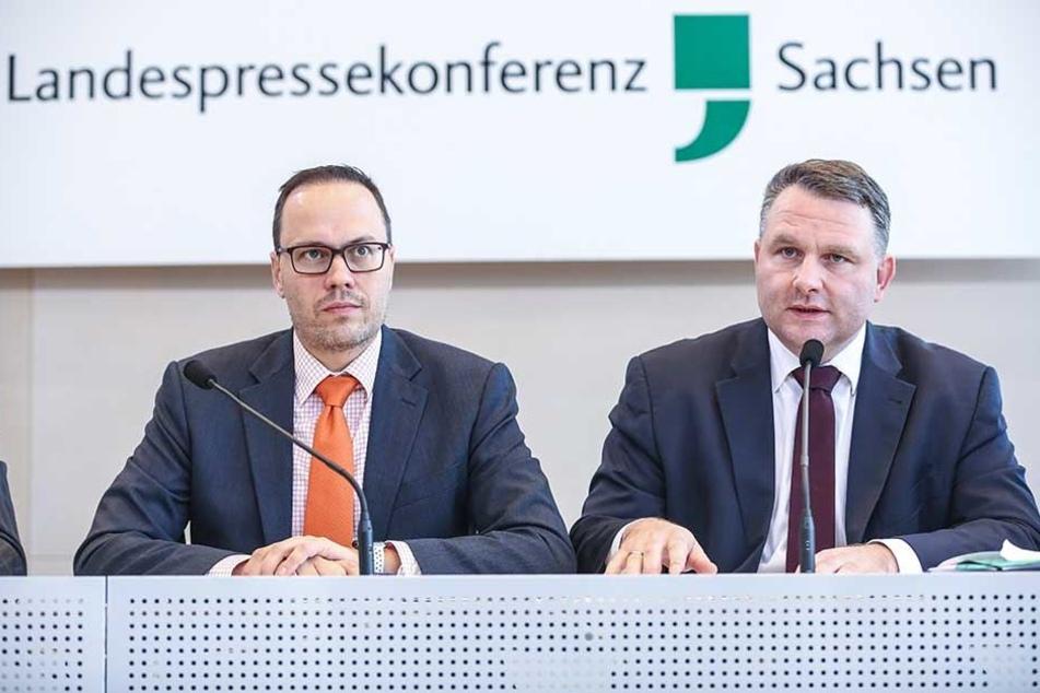 Christian Hartmann (CDU, r.) und Dirk Panter (SPD). Die Linke kritisiert, dass die beiden ohne Plan mit Steuer-Millionen um sich werfen würden.