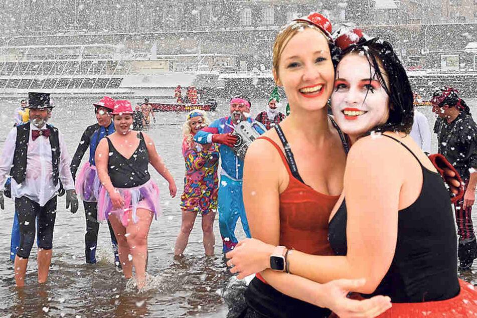 Grit (34, l.) und Julia (33) trotzten der klirrenden Kälte und nahmen am Faschingsschwimmen in der Elbe (3 Grad Wassertemperatur) teil.