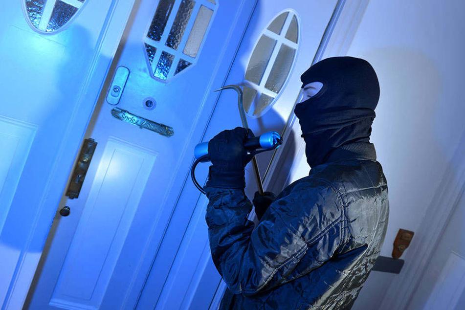 Als er nicht über die Terrassentür ins Haus gelangte, klingelte der Einbrecher.