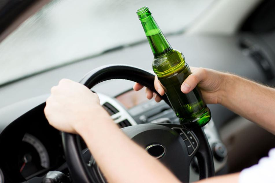 Der 37-Jährige muss sich nun unter anderem wegen Trunkenheit im Straßenverkehr verantworten. (Symbolbild)