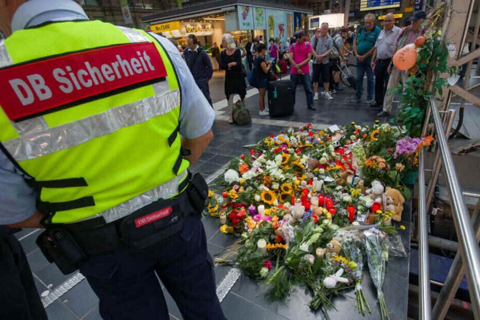 Am Montag hatte in Frankfurt ein Mann einen achtjährigen Jungen vor einen einfahrenden UCE gestoßen und getötet.