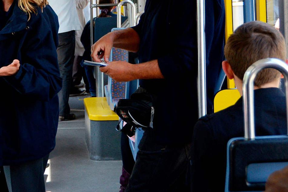 Fahrkartenkontrolleure müssen häufig nicht nur faule Ausreden ertragen (Symbolbild).