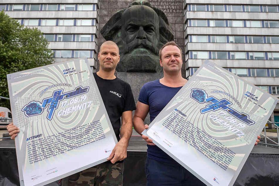 """Jens Fischer (38) und Holger Raddatz (36v.l.) wollen mit der """"East Parade"""" ein Zeichen gegen das Chemnitzer Clubsterben setzen."""