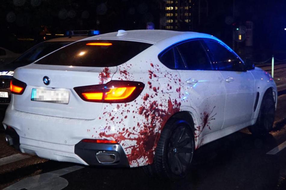 Das Blut am Radkasten ist nur ein täuschend echt aussehender Sticker.