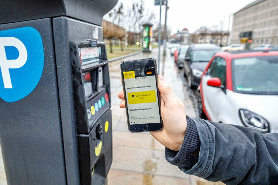 Testweise können in Dresden mittlerweile per Handy die Parkscheinautomaten gefüttert werden.