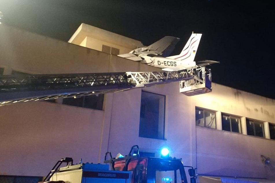 Die beiden Insassen des Flugzeugs überlebten den Absturz nicht.