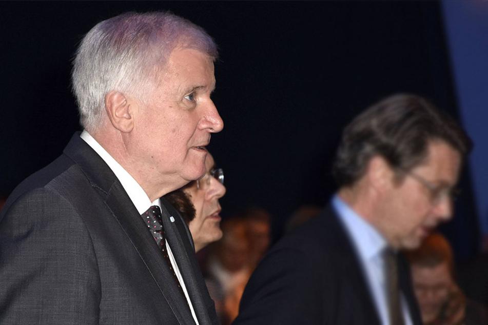 Parteivorstand Horst Seehofer (67) hat mit seinem Kurs teils massive Kritik provoziert.