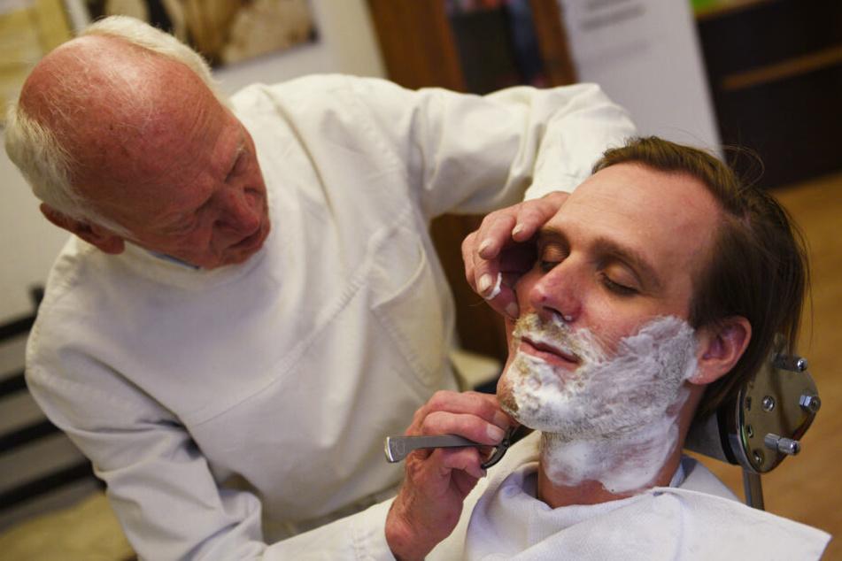 Jesus beim Frisör: Letzte Rasur vor der großen Show