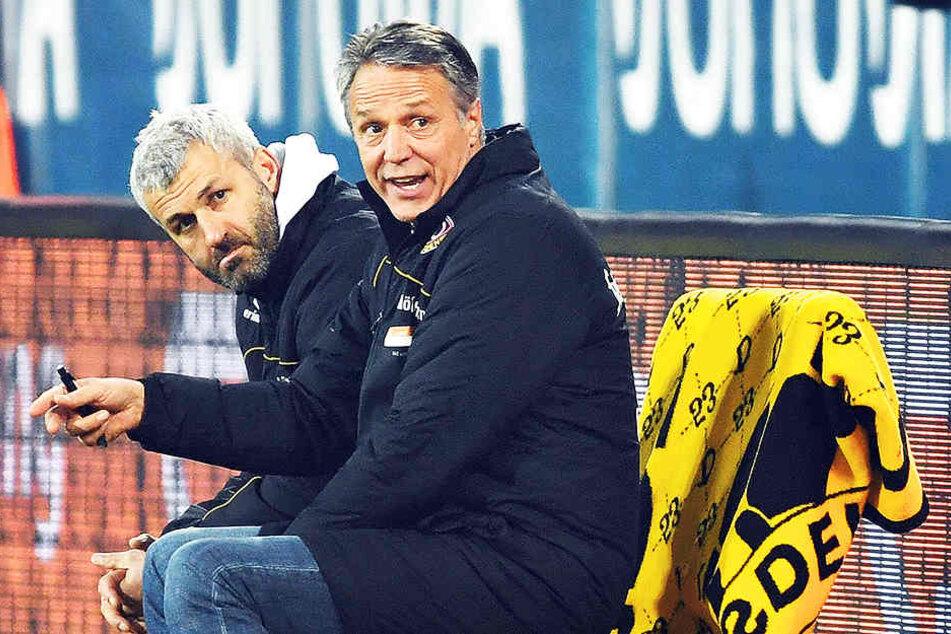 Da schauen sie entsetzt: Cheftrainer Uwe Neuhaus und sein Co Peter Nemeth waren nach dem 0:1 in Fürth enttäuscht.