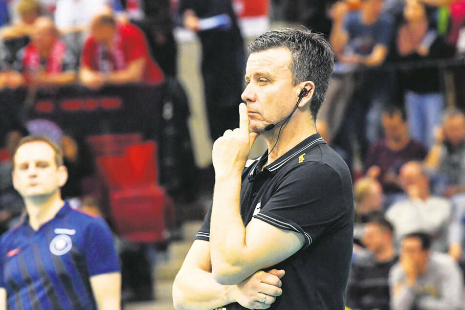 Finstere Miene im Spiel, dennoch nicht unzufrieden nach dem Spiel: DSC-Trainer Alexander Waibl.