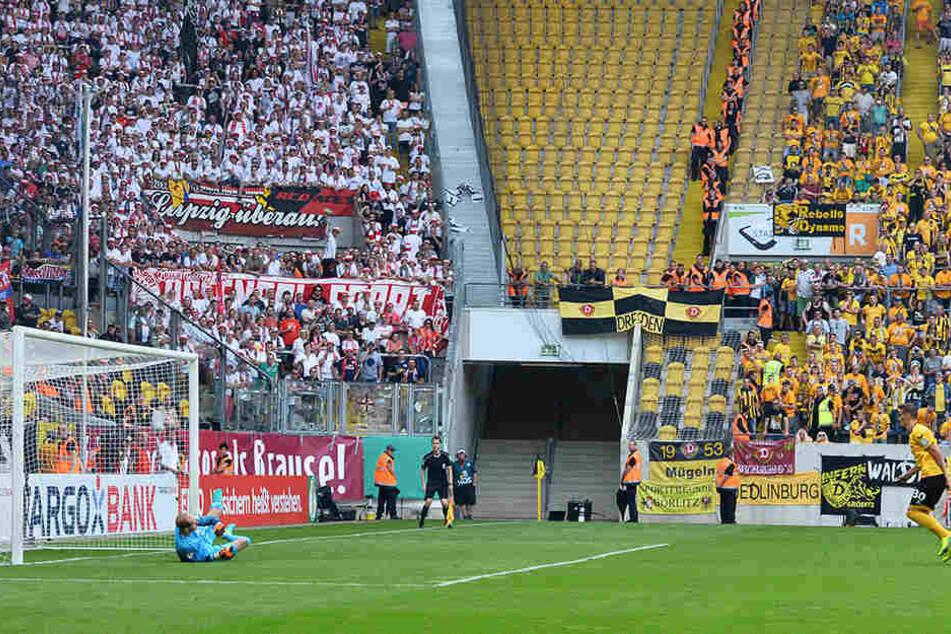 Stefan Kutschke (r.) trifft zum 1:2 aus Dynamo-Sicht.