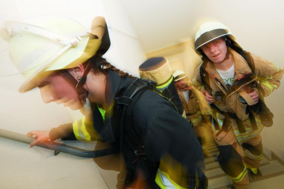 Auch Feuerwehrmannschaften nehmen traditionell am SkyRun teil.