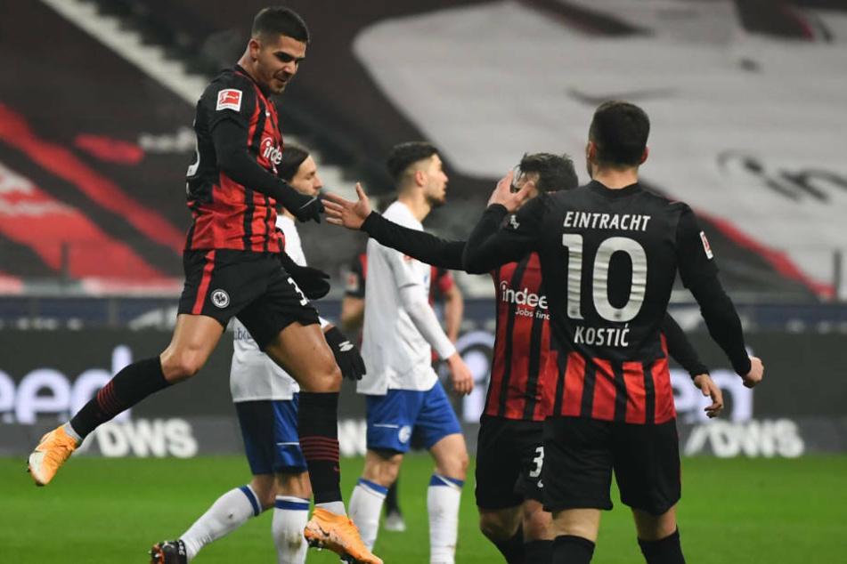André Silva jubelt über seinen Treffer zum 1:0. Doch im direkten Gegenzug gelang Schalke der Ausgleich.