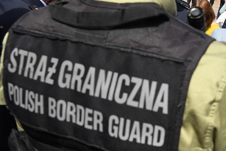 Polizei holt neun illegale Einwanderer aus VW Passat