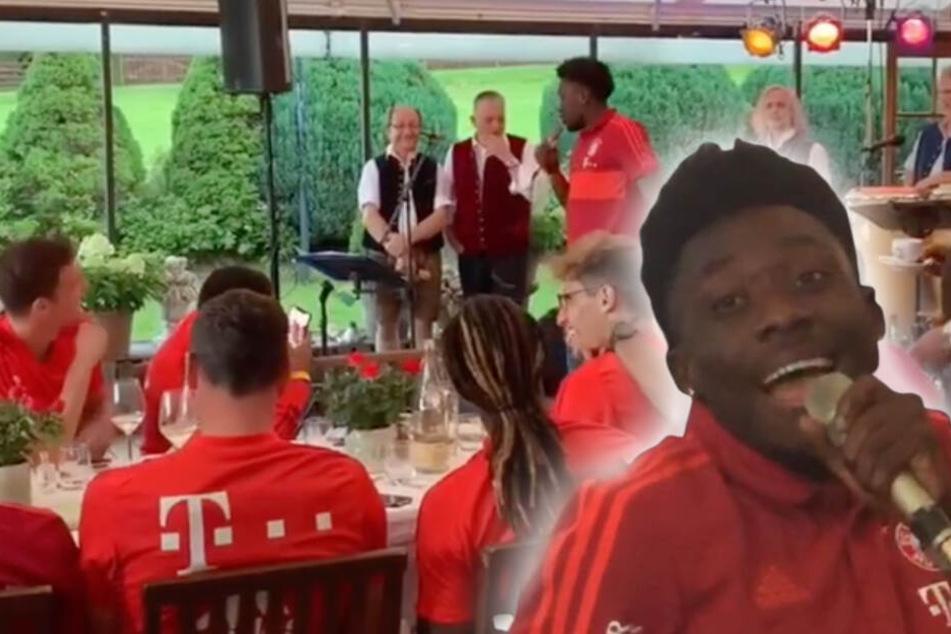 Alphonso Davies (18) stellte sein Talent als Sänger beim Mannshcaftsabend des FC Bayern unter Beweis.