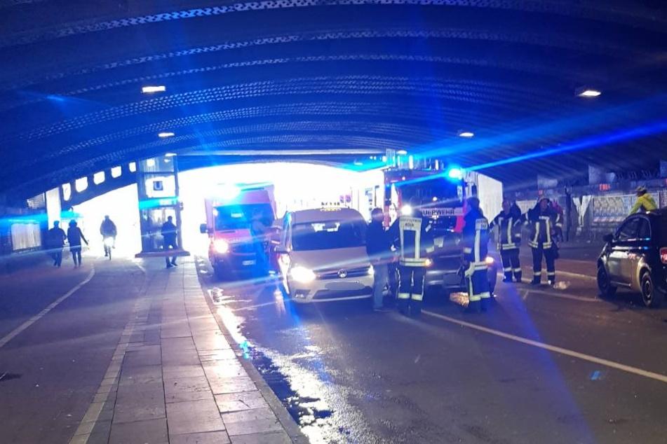 Die Venloer Straße wurde nach dem Unfall in beide Richtungen gesperrt.