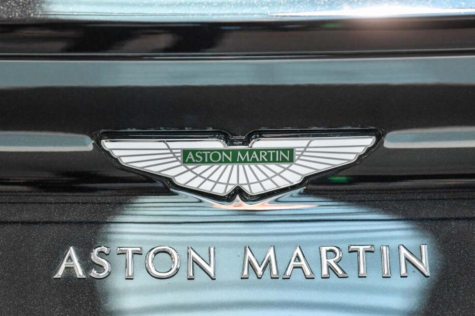 Die Briten fuhren mit ihren Sportwagen von Aston Martin und Co. durch Europa, dabei vielen sie bayerischen Polizisten auf. (Symbolbild)