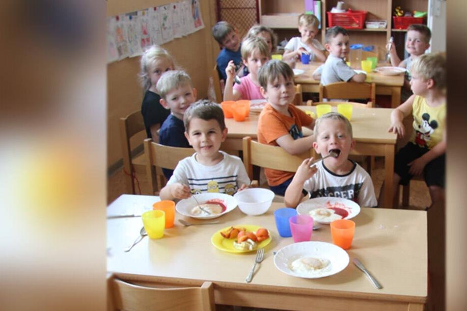 Kostenloses Mittagessen: Zwickauer Kinder, wie hier in der Kita Oberhohndorf, profitieren ab August von einem verbesserten Bildungs- und Teilhabepaket.