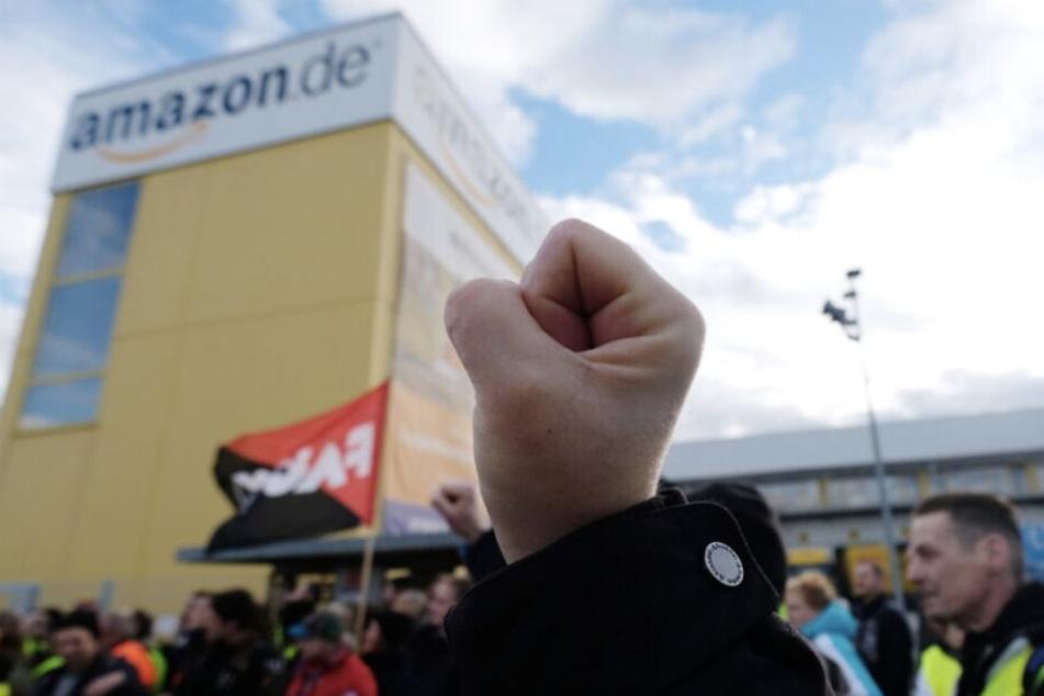 Bereits in der Nacht zum Montag beginnt erneuert der Streik bei Amazon.