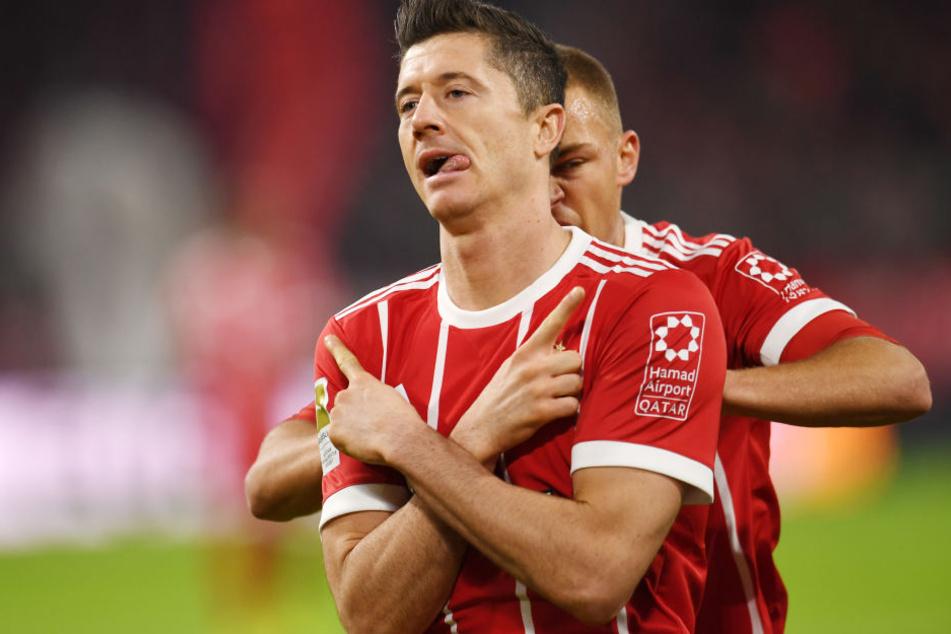 Im Oktober 2017 gewann der FC Bayern sein Heimspiel gegen RB Leipzig 2:0. Torschütze damals war unter anderem Robert Lewandowski (vorn), der anschließend mit Joshua Kimmich jubelte.