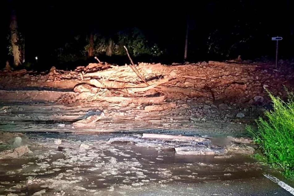Die Kirnitzschtalstraße in der Sächsischen Schweiz musste nach einem Erdrutsch gesperrt werden.