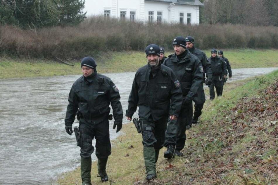 Zahlreiche Polizisten hatten im Januar das Werre-Ufer nach der Vermissten abgesucht.