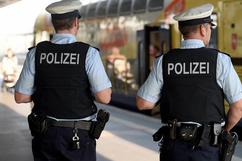 Die Bundespolizei hatte mit den Hallensern erheblich zu tun. (Symbolbild)