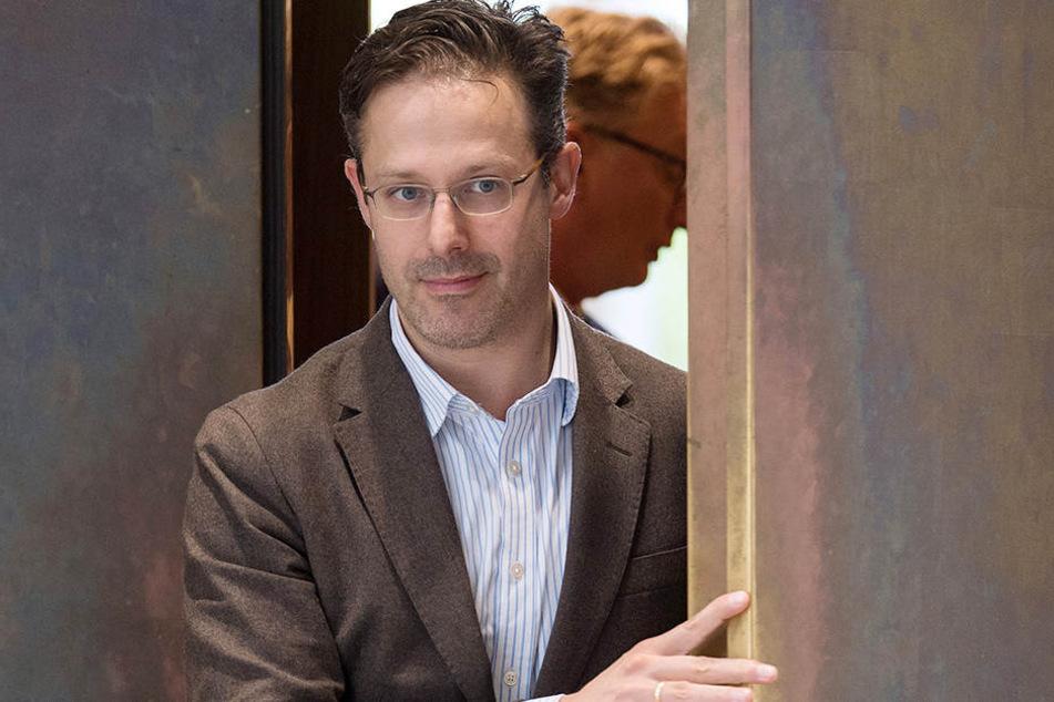 Der Landes- und Fraktionschef der AfD in Nordrhein-Westfalen, Marcus Pretzell (44), verließ am 26.09.2017 in Düsseldorf die Fraktionssitzung im Landtag.