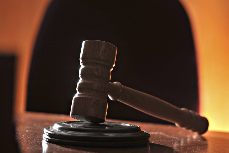 Vor Gericht muss sich eine Vlothoerin wegen häuslicher Gewalt verantworten.