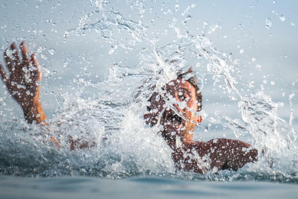Am Dienstag kamen bei Badeunfällen ein 82-jähriger Mann aus Sachsen und eine 66-jährige Rentnerin ums Leben. (Symbolfoto)