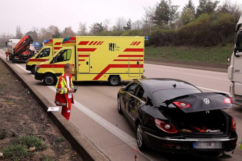 Der Fahrer und die Beifahrerin mussten in ein Krankenhaus gebracht werden.