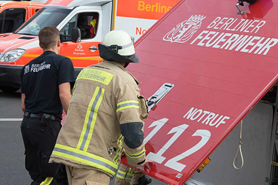 Wenn Helfer Hilfe brauchen... Feuerwehr-Fahrzeug kippt um