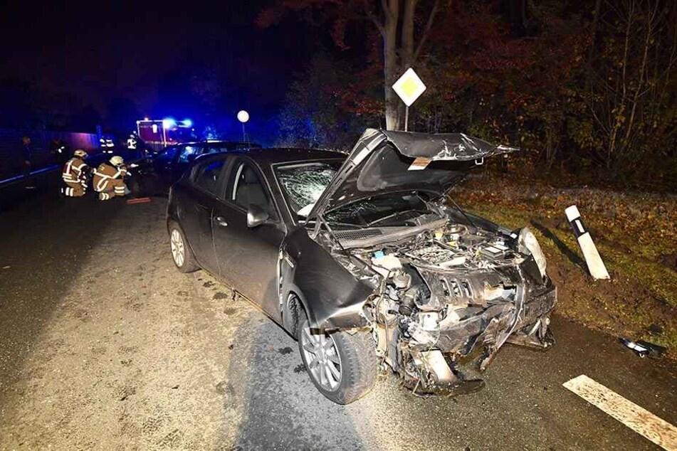 Ziemlich zerstört sieht der Alfa Romeo nach dem Unfall aus.