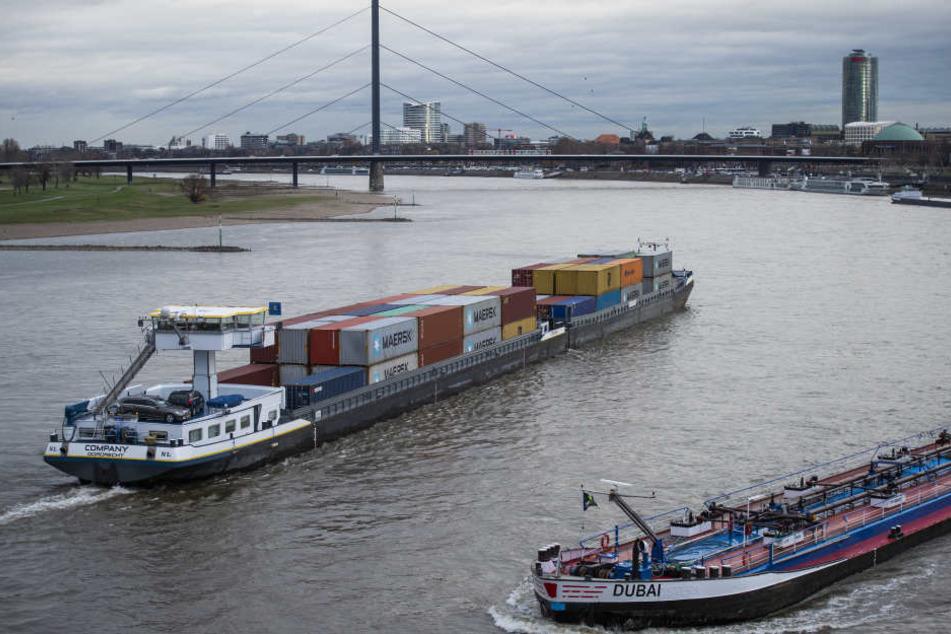 Frachtschiffe können wieder mit voller Ladung auf dem Rhein fahren.