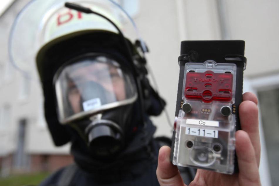 Mit solchen CO-Warnern gehen Rettungskräfte in Wohnungen, um rechtzeitig vor Kohlenmonoxid gewarnt zu werden.