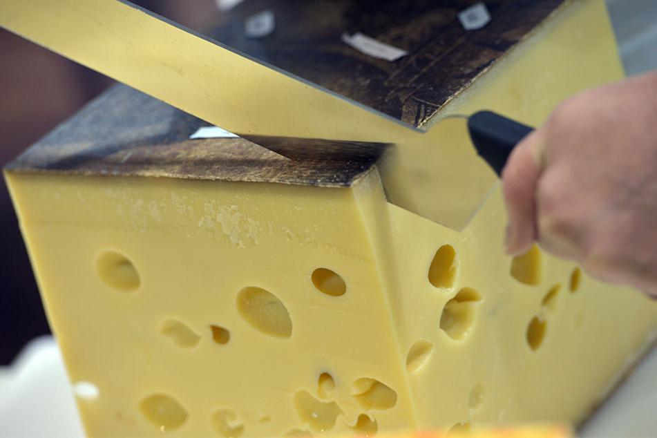 Natürlicher Emmentaler Käse.