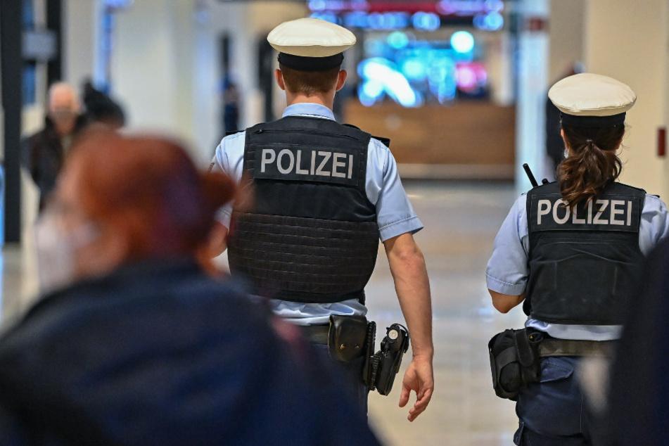 Die Bundespolizei hat am BER einen gesuchten mutmaßlichen Juwelenräuber bei der Einreise verhaftet. (Symbolfoto)