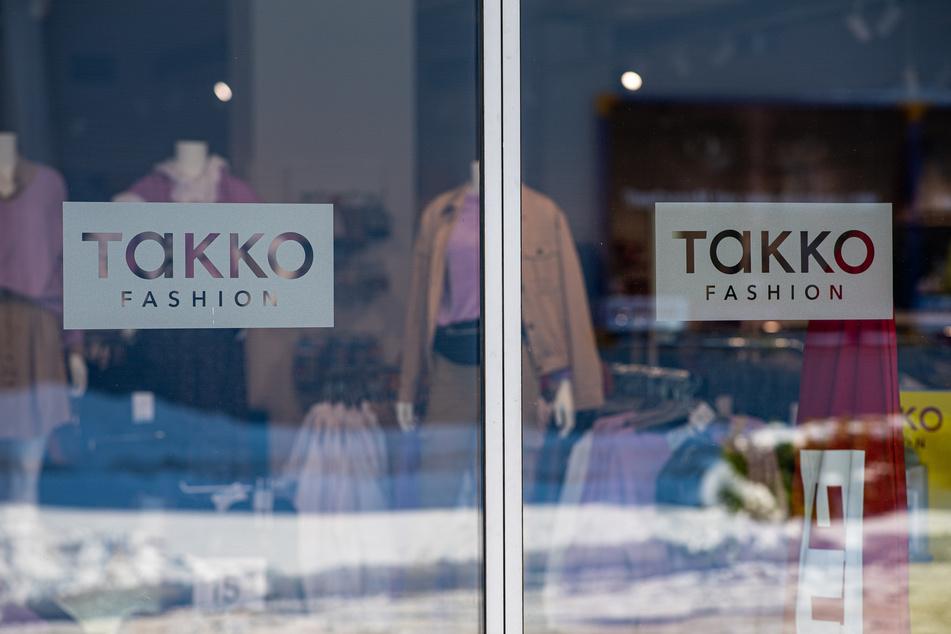 Auch der Modediscounter Takko bekommt die Auswirkungen des Corona-Lockdowns zu spüren.