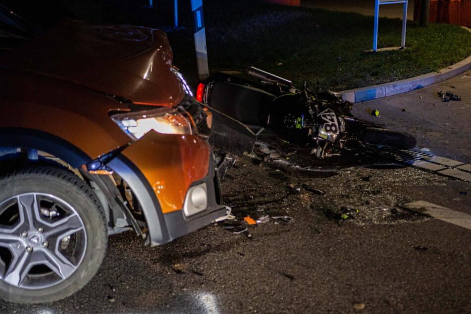 Autofahrer übersieht Motorrad: Zwei Schwerverletzte