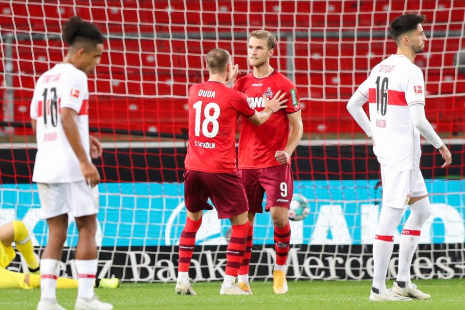 Kölns Sebastian Andersson (2.v.r.) jubelt nach seinem Tor zum 1:1 mit Kölns Ondrej Duda (2.v.l.). Daneben dreht Daniel Didavi ab (l.).
