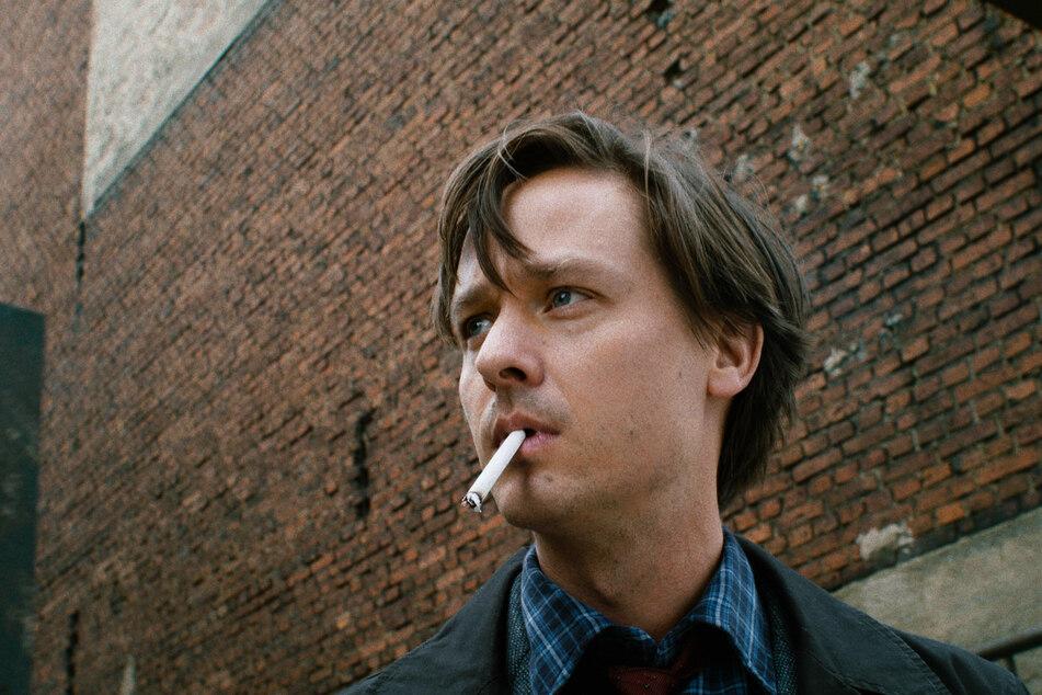 """Tom Schilling (39) in einer Szene aus """"Fabian oder Der Gang vor die Hunde""""."""