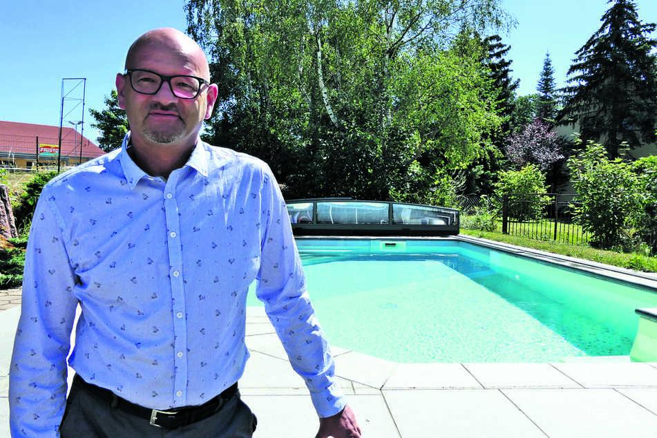 """""""Für einen Selbstbausatz für einen 3x6 Meter großen Pool ist man ab 1500 Euro dabei"""": Poolbauer Jens Röhl (53) vom Gartencenter Röhl & Sohn in Grimma."""